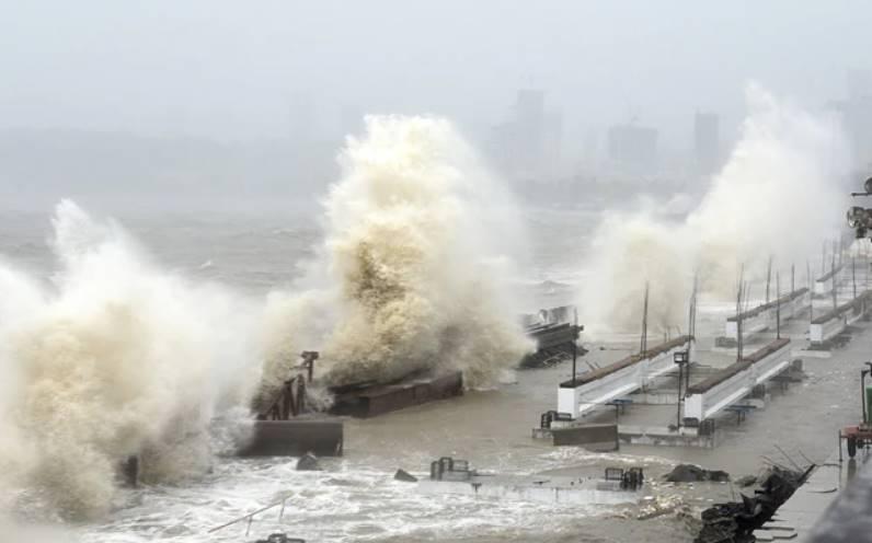Cyclone Tauktae crosses the coast - severe damage in Gujarat, Maharashtra