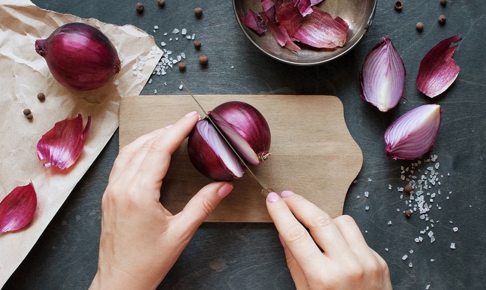 7 Amazing Tips to Prevent Tears while Chopping Onions